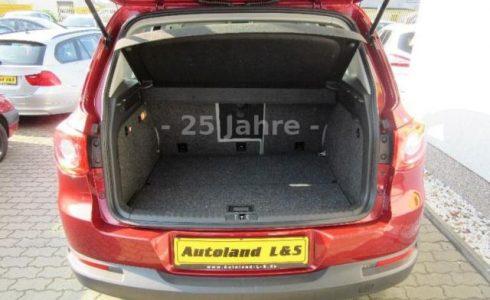 VW Tiguan Kofferaum Farbe rot metallic