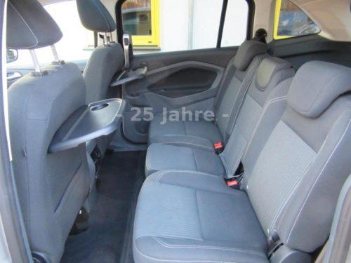 drei hintere Sitzplätze im Mini-Bus Ford Grand C-Max Titanium