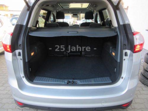 viel Platz im Kofferraum Ford Grand C-Max Titanium