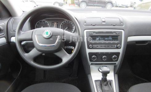 Skoda-Octavia-Ambiente-Cockpit