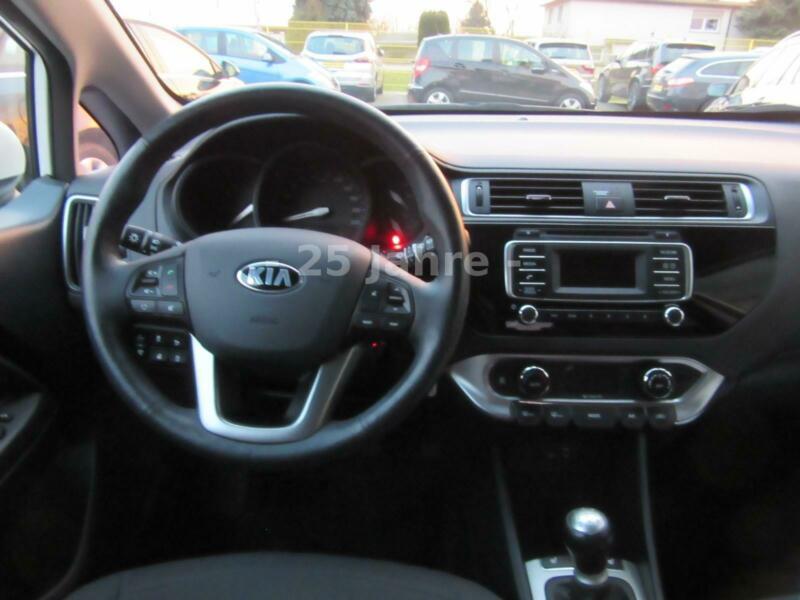 Cockpit Kia Rio